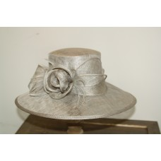 Hats gray  with flower en feathers