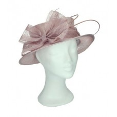 Pink hat with bow