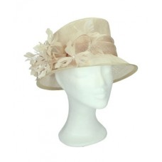 Crème hat with flowers