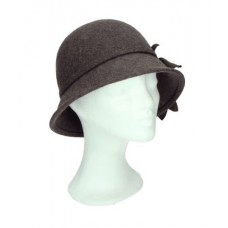 Cloche hat fur pompon brown